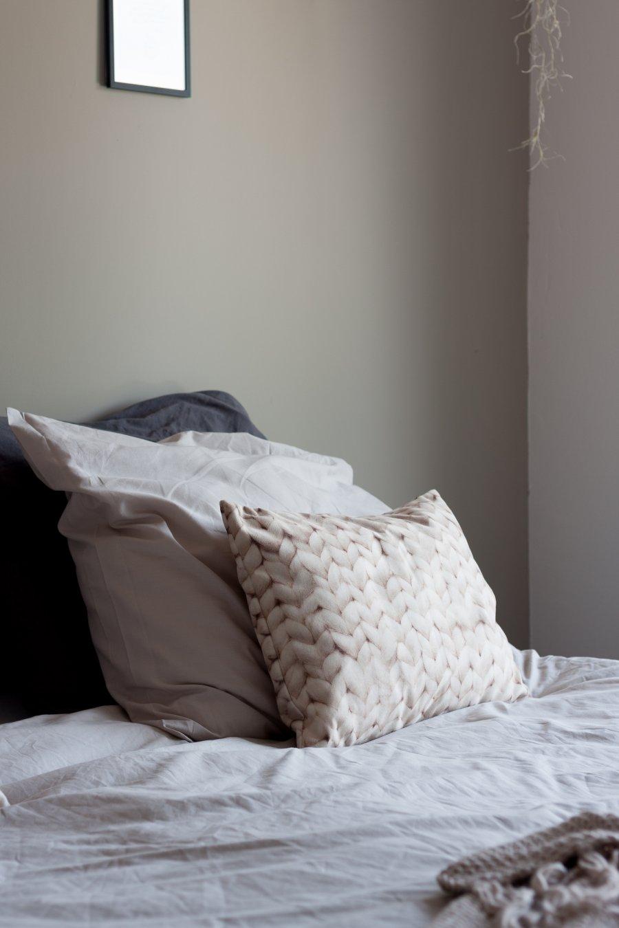 Slaapkamer makeover met warme kleuren